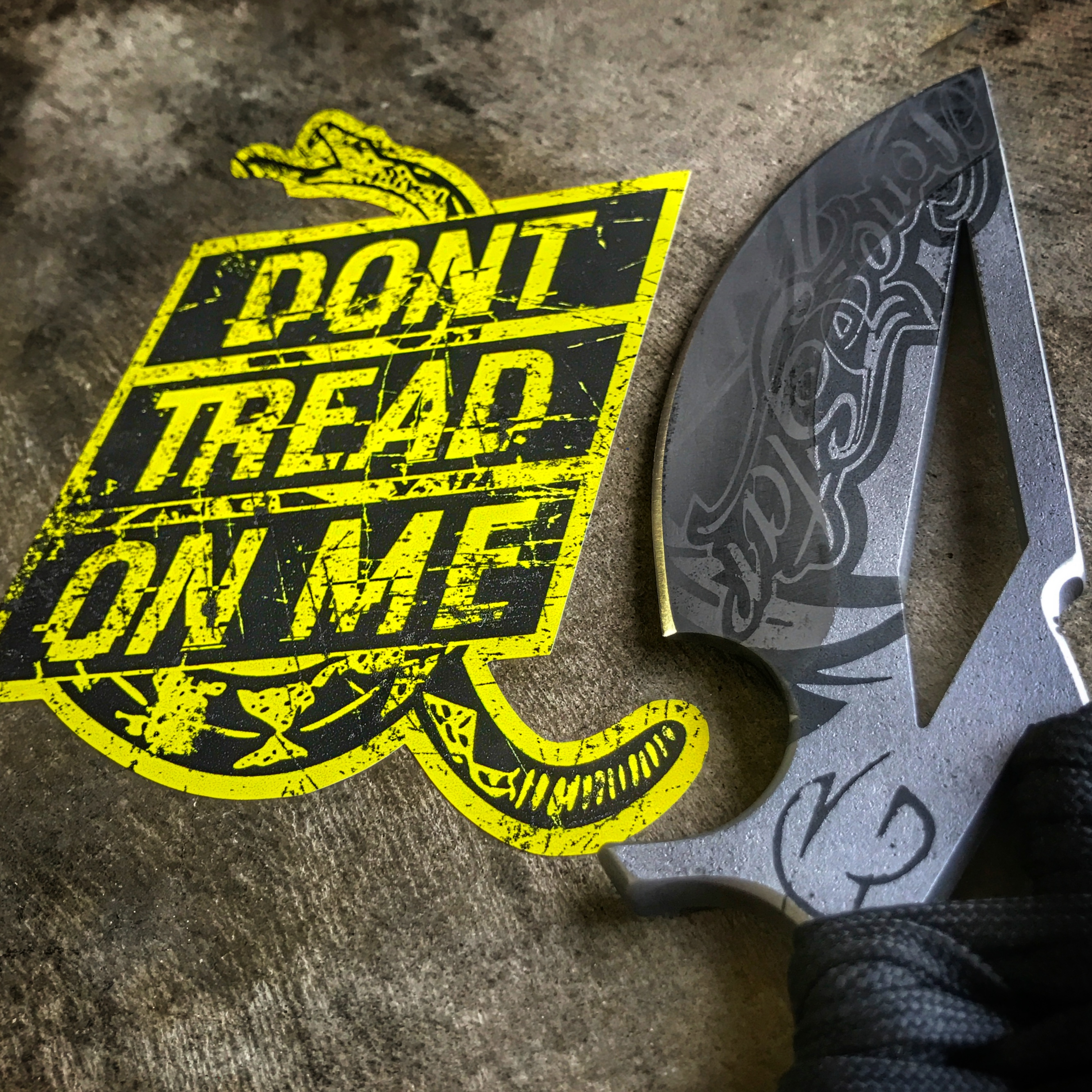 dont-tread-on-me-scorpion-6-knife.jpg